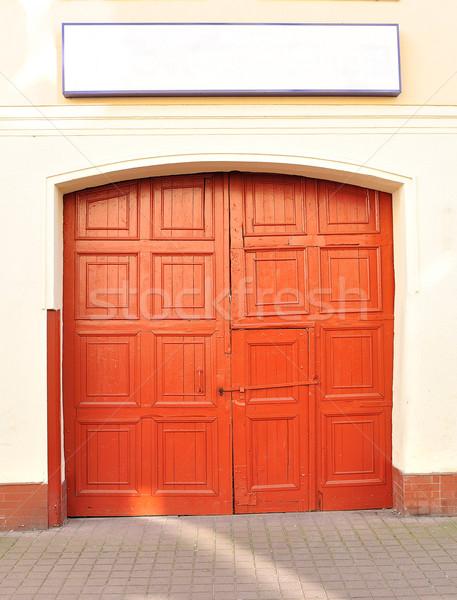 Eski ahşap kapı kırmızı ahşap antika Stok fotoğraf © kuligssen