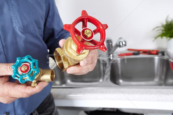 配管 給水栓 手 プロ 建設 ホーム ストックフォト © Kurhan