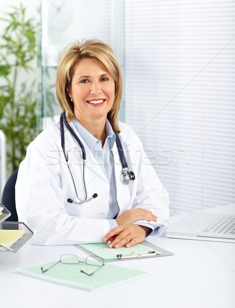 érett orvos nő klinikai iroda egészségügy Stock fotó © Kurhan