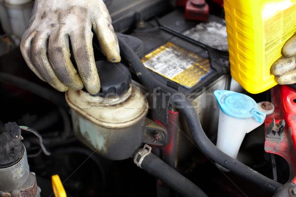 Mécanicien automobile élégant mécanicien travail Auto réparation Photo stock © Kurhan