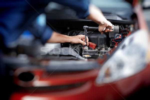 Monteur werken auto reparatie garage auto Stockfoto © Kurhan