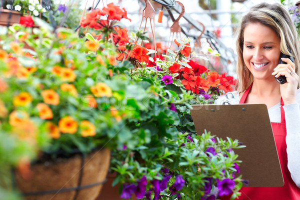 Jardinage jeune femme fleuriste travail effet de serre femme Photo stock © Kurhan