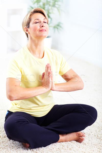 Starszy kobieta jogi kobiet zdrowia Zdjęcia stock © Kurhan