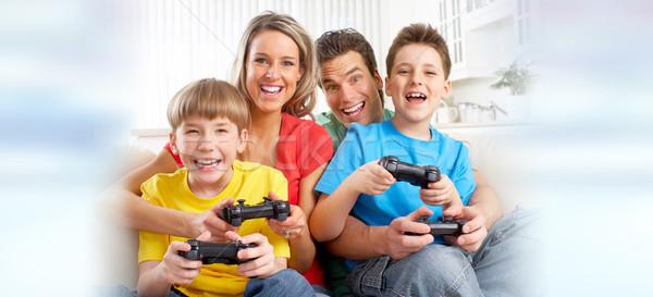Familie spelen video game gelukkig gezin kinderen online Stockfoto © Kurhan