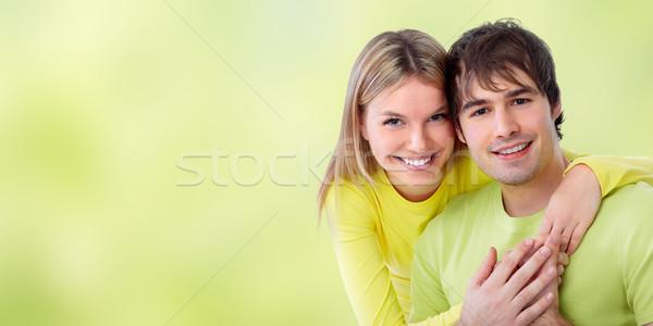 Jonge glimlachend paar liefde groene vrouw Stockfoto © Kurhan