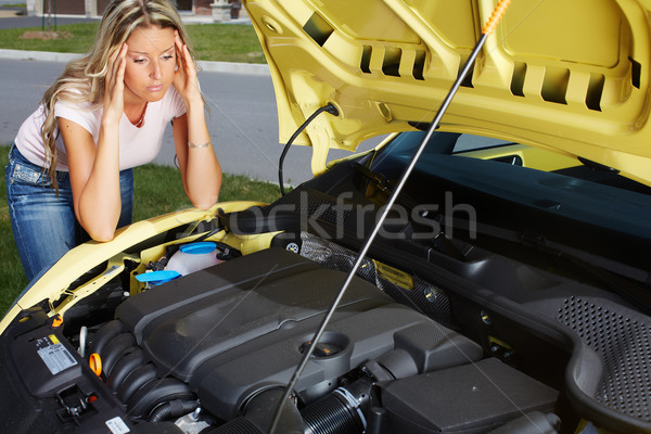 Vrouw kapotte auto auto reparatie dienst helpen Stockfoto © Kurhan