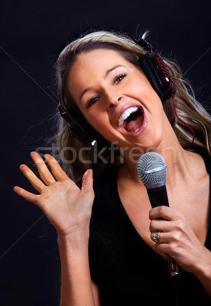 Karaoke şarkı söyleme kadın mutlu kulaklık mikrofon Stok fotoğraf © Kurhan