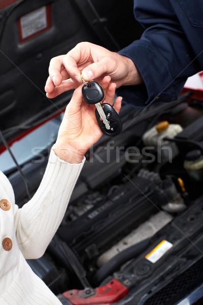Clés de voiture mains Auto réparation Ouvrir la affaires Photo stock © Kurhan
