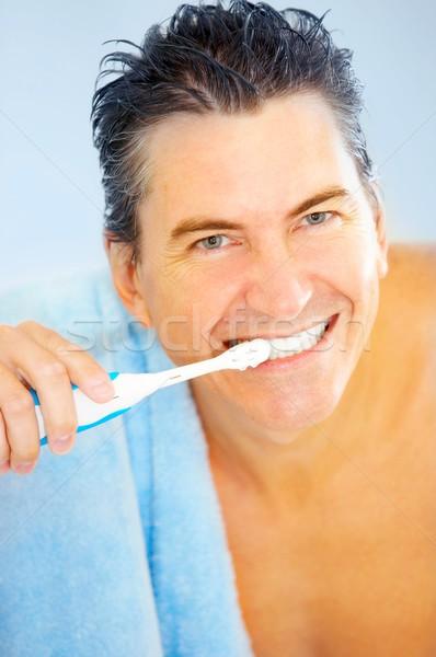 Férfi mosolyog jóképű férfi fürdőszoba víz arc Stock fotó © Kurhan