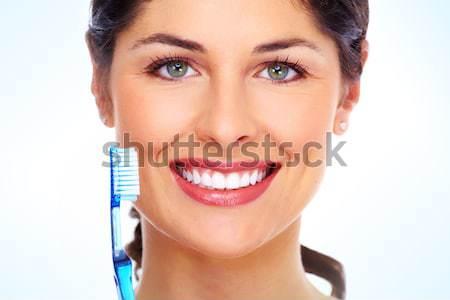 Mujer sonriente cepillo de dientes sonrisa aislado blanco Foto stock © Kurhan