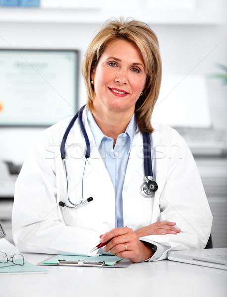 Dojrzały lekarza kobieta kliniczny biuro Zdjęcia stock © Kurhan