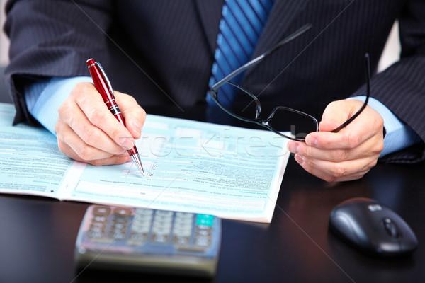 Empresário trabalhando documentos escritório papel mãos Foto stock © Kurhan