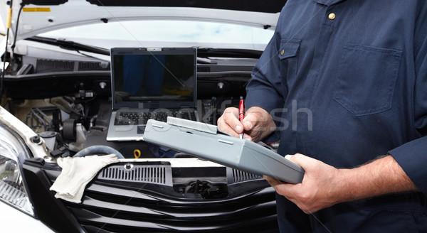 Auto Mechaniker Hände Zwischenablage auto Reparatur Stock foto © Kurhan