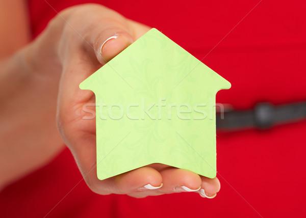 Mano casa nota adhesiva manos corredor de bienes raíces mujer Foto stock © Kurhan