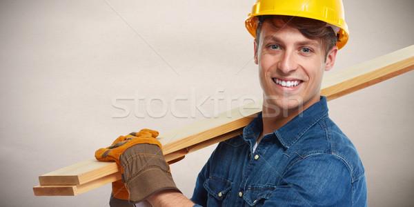 Travailleur de la construction souriant professionnels bois planche construction Photo stock © Kurhan