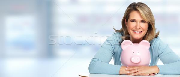 Senior vrouw spaarvarken Blauw achtergrond moeder Stockfoto © Kurhan