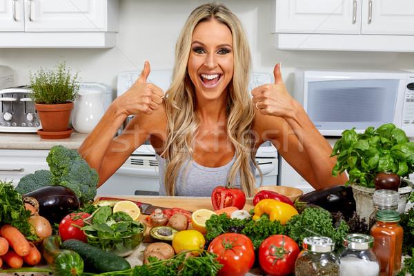 Foto stock: Feliz · mulher · cozinhar · cozinha · jovem · beautiful · girl