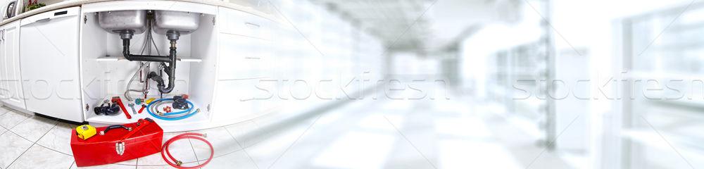 手 配管 レンチ 手 プロ 配管 ストックフォト © Kurhan