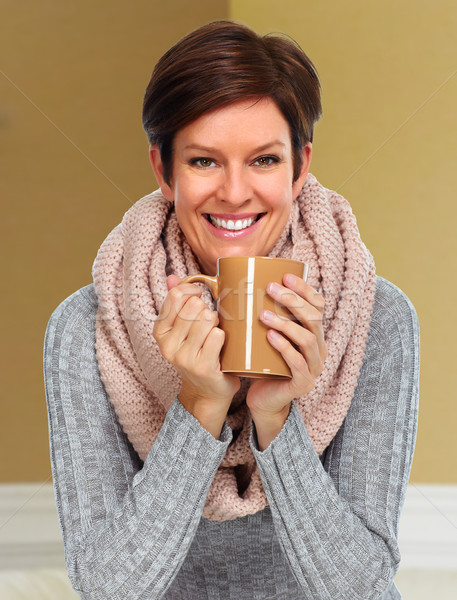 Rijpe vrouw sjaal koffiemok mooie vrouw huis vrouw Stockfoto © Kurhan