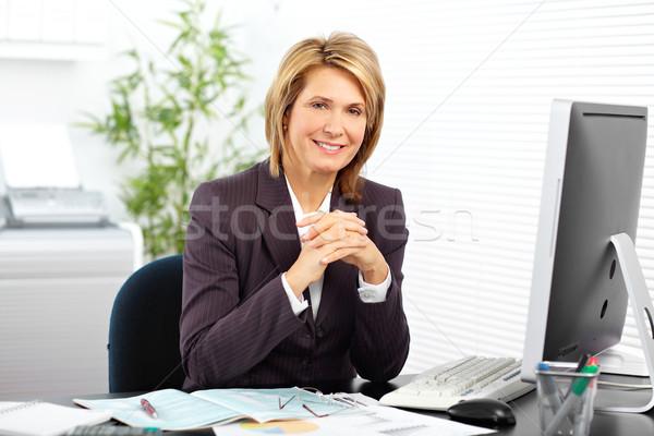 Belle maturité femme d'affaires travail ordinateur bureau Photo stock © Kurhan