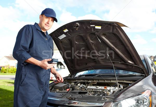 Profissional mecânico de automóveis carro mecânico trabalhando automático Foto stock © Kurhan