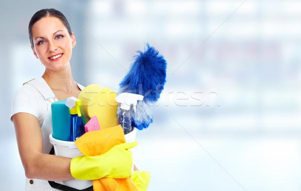 Genç güzel hizmetçi gülen ev temizlik Stok fotoğraf © Kurhan