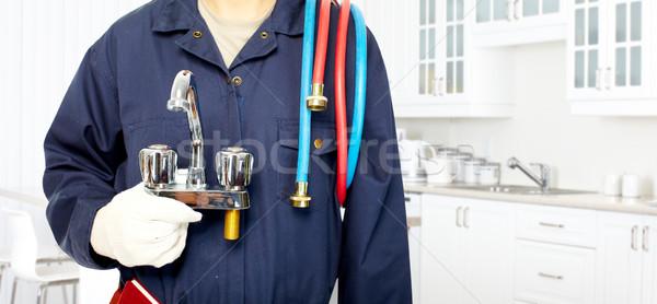 Vízvezetékszerelő kezek vízcsap konyha kéz férfi Stock fotó © Kurhan