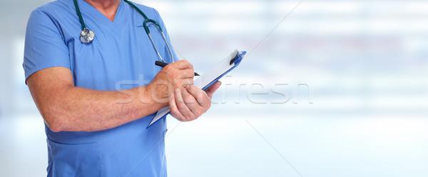 Ręce medycznych lekarza schowek zdrowia Zdjęcia stock © Kurhan