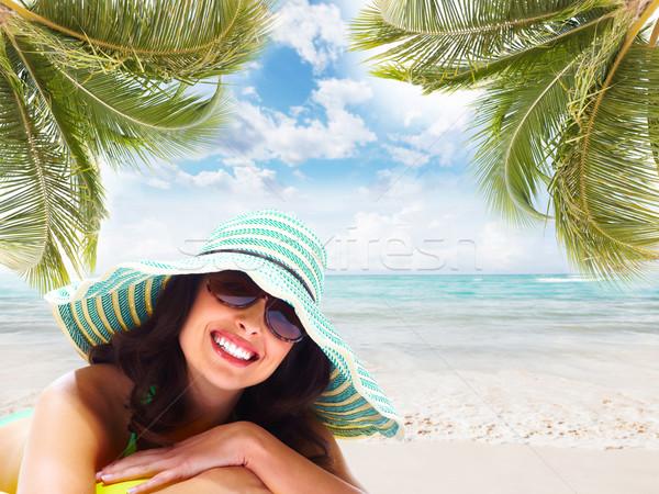 Vrouw ontspannen strand tropische resort hemel Stockfoto © Kurhan