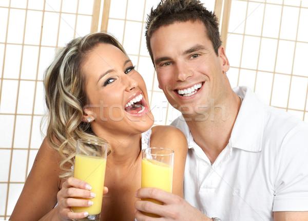 Salud jóvenes amor Pareja potable naranja Foto stock © Kurhan