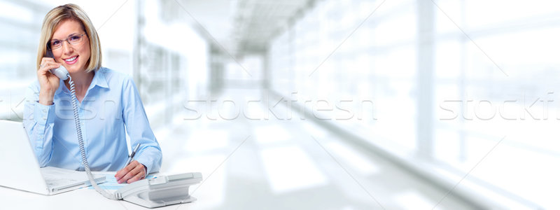 Secrétaire femme appelant téléphone jeunes femme d'affaires Photo stock © Kurhan