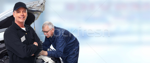 Dojrzały mechanik samochodowy uśmiechnięty niebieski samochodu mężczyzn Zdjęcia stock © Kurhan