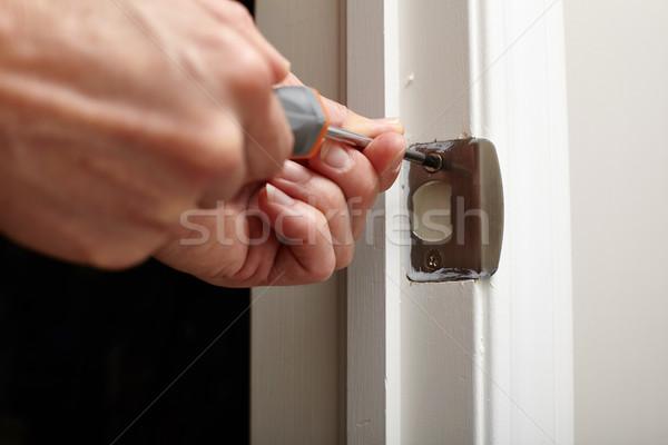 Porta sciopero piatto installazione mani cacciavite Foto d'archivio © Kurhan