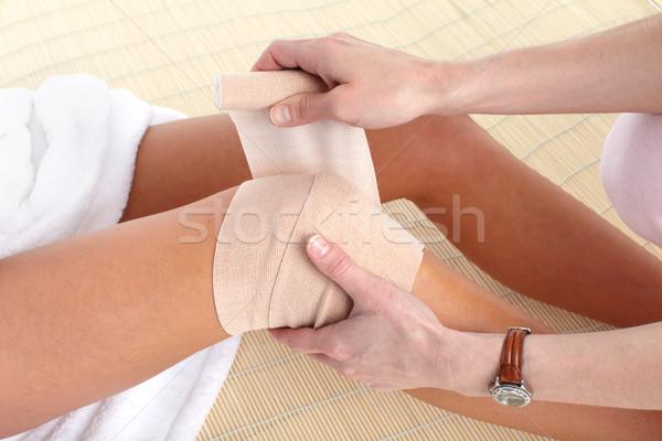 ストックフォト: 膝 · 痛み · ジョイント · 包帯 · 女性 · マッサージ