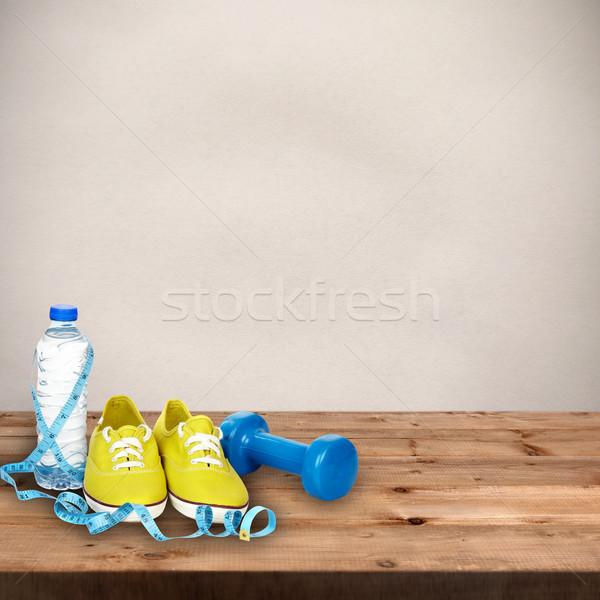 ストックフォト: 水 · ランニングシューズ · ダンベル · 木製のテーブル · 木材 · スポーツ