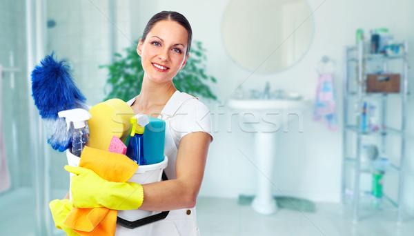 Jeunes belle soubrette souriant maison nettoyage Photo stock © Kurhan
