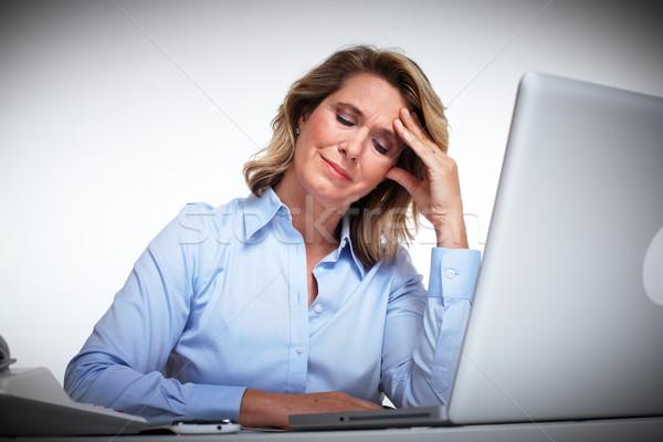 Foto stock: Mujer · de · negocios · dolor · de · cabeza · trabajo · de · oficina · mujer · oficina · mano