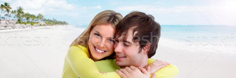 カップル ビーチ 小さな 笑みを浮かべて 愛 笑顔 ストックフォト © Kurhan