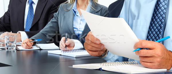 手 男 紙 シート 会計 作業 ストックフォト © Kurhan