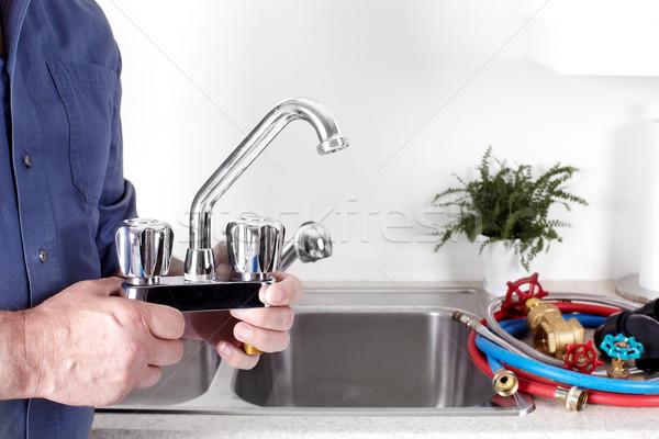 Vízvezetékszerelő vízcsap kezek profi építkezés otthon Stock fotó © Kurhan