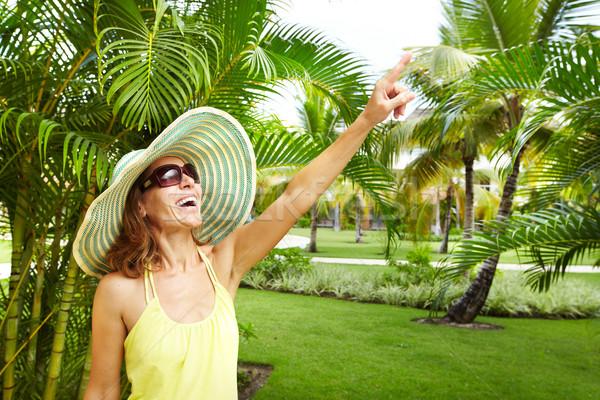 Donna tropicali giardino vacanze acqua sorriso Foto d'archivio © Kurhan