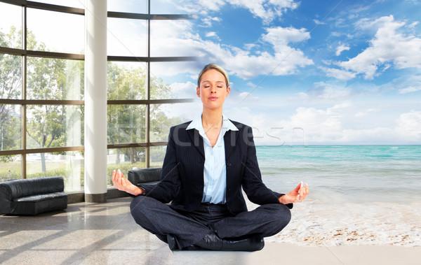 Meditáció megnyugtató üzletasszony tengerpart üzlet nap Stock fotó © Kurhan