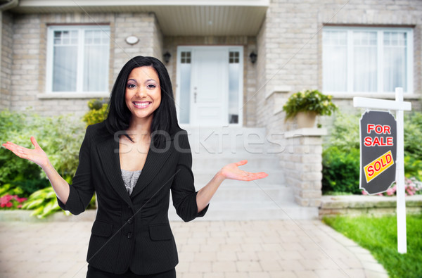 Asian agent immobilier femme maison vente Photo stock © Kurhan