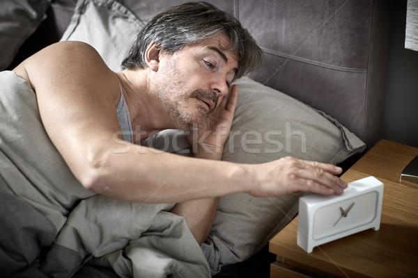 Assonnato uomo letto up sveglia Foto d'archivio © Kurhan
