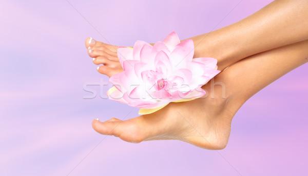 Foto stock: Mujer · pies · flor · cuidado · de · la · piel · pie · masaje