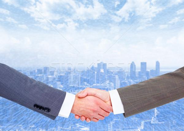 Kézfogás üzleti partnerek jó üzlet égbolt kéz Stock fotó © Kurhan