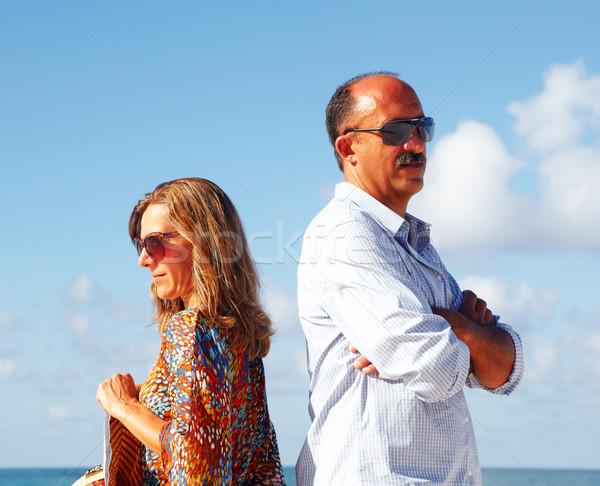 Nieszczęśliwy plaży para rozwód rozdzielenie niebo Zdjęcia stock © Kurhan