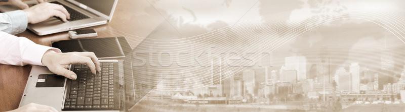 Ręce wpisując komputera laptop ludzi biznesu zespołu Zdjęcia stock © Kurhan