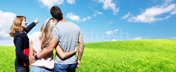 Makelaar vrouw klanten paar landschap familie Stockfoto © Kurhan