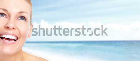 ストックフォト: 幸せ · 女性 · ビーチ · リラックス · リゾート · 手